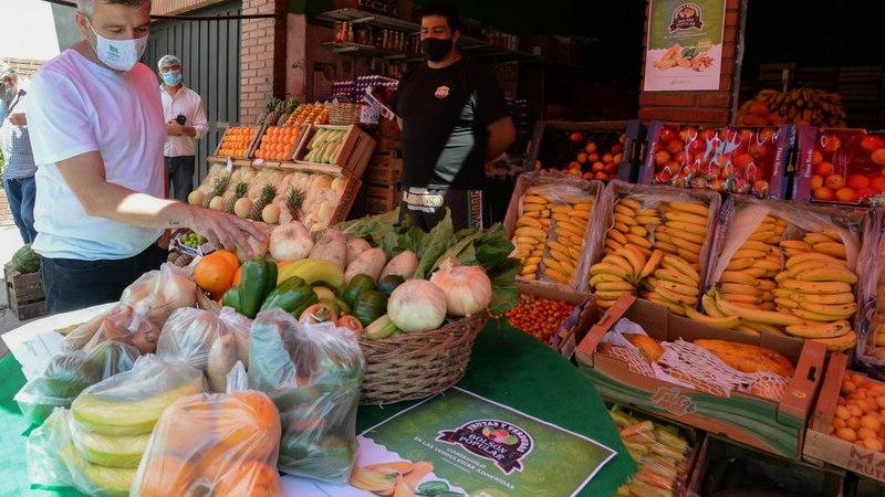 Zabaleta presentó un Bolsón Popular de frutas y verduras para cuidar el bolsillo de los vecinos