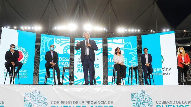 """Alberto Fernández : """"Vamos a poner a la Argentina de pie y vamos a reconstruir este país, porque todavía está pendiente la Argentina que nos merecemos""""."""