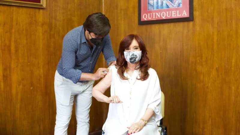 Cristina se inmunizó con la primera dosis de Sputnik V y llamó a vacunarse
