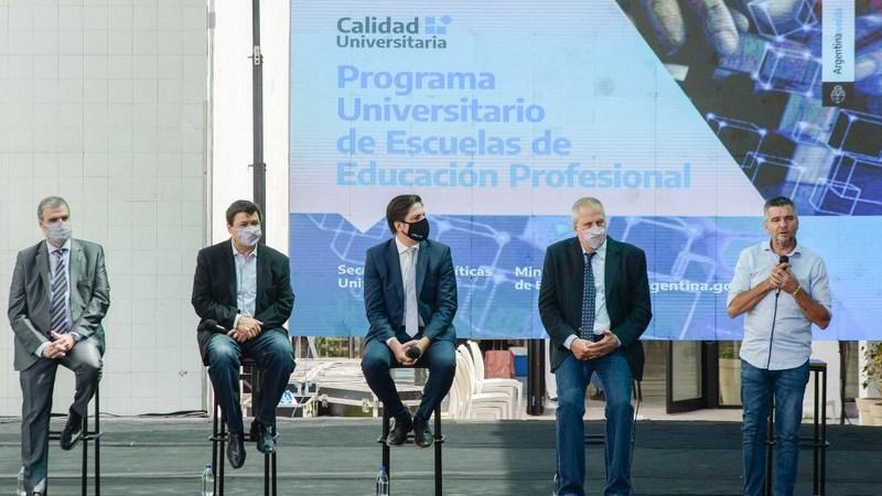 Zabaleta, Trotta, Moroni y Perczyk presentaron en Hurlingham el Programa Universitario de Escuelas de Educación Profesional