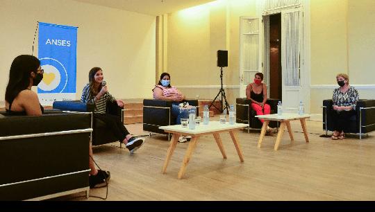 Raverta dialogó con Niñas y Madres de la AUH, Jóvenes y Jubiladas por el Día de la Mujer