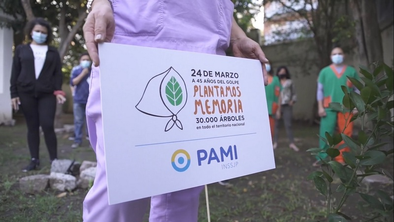 PAMI, las y los trabajadores plantaron árboles para manifestar su compromiso con la Memoria, la Verdad y la Justicia