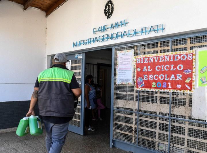 El Municipio entregó kits de sanitización y limpieza a las escuelas de San Fernando