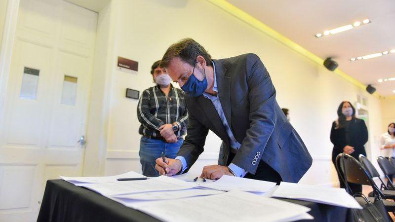 """La Municipalidad de Escobar firmó un acuerdo paritario que establece importantes aumentos salariales para sus empleados y el fin de la categoría laboral conocida como """"destajista"""""""