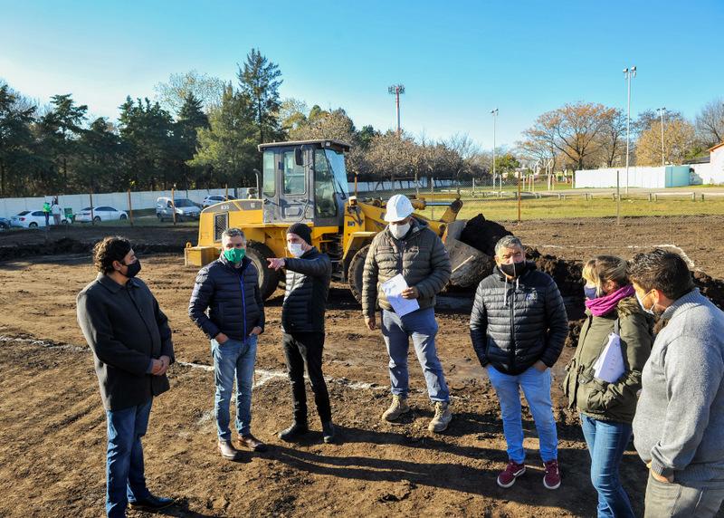 Zabaleta recorrió el inicio de obra del nuevo Polideportivo de Villa Tesei