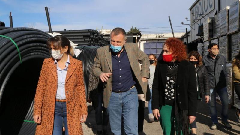 Malena Galmarini y Gladys Pollán recorrieron la empresa de caños TUBOLOC