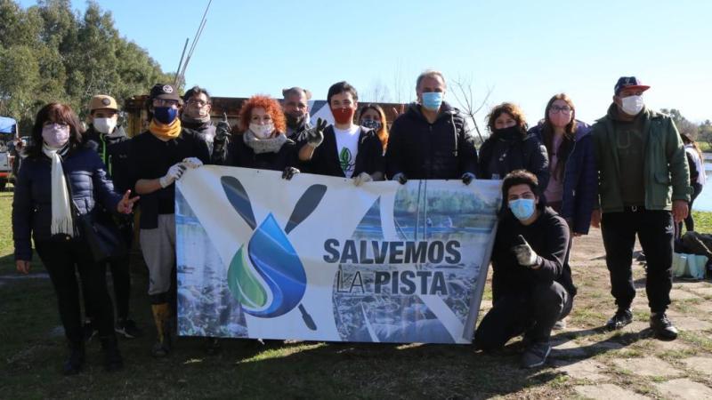 Jornada de limpieza en la Pista Nacional de Remo de Tigre