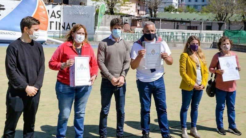 Juan Andreotti y Augusto Costa entregaron escrituras de viviendas a 60 familias sanfernandinas