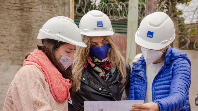 Malena Galmarini y Mayra Mendoza recorrieron la obra de Agua Potable en el Barrio Azul