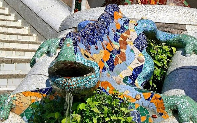 tiled lizard in park güell- four days in barcelona