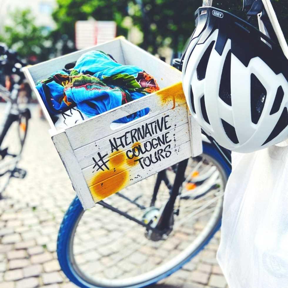 Mit Fahrrad durch Köln