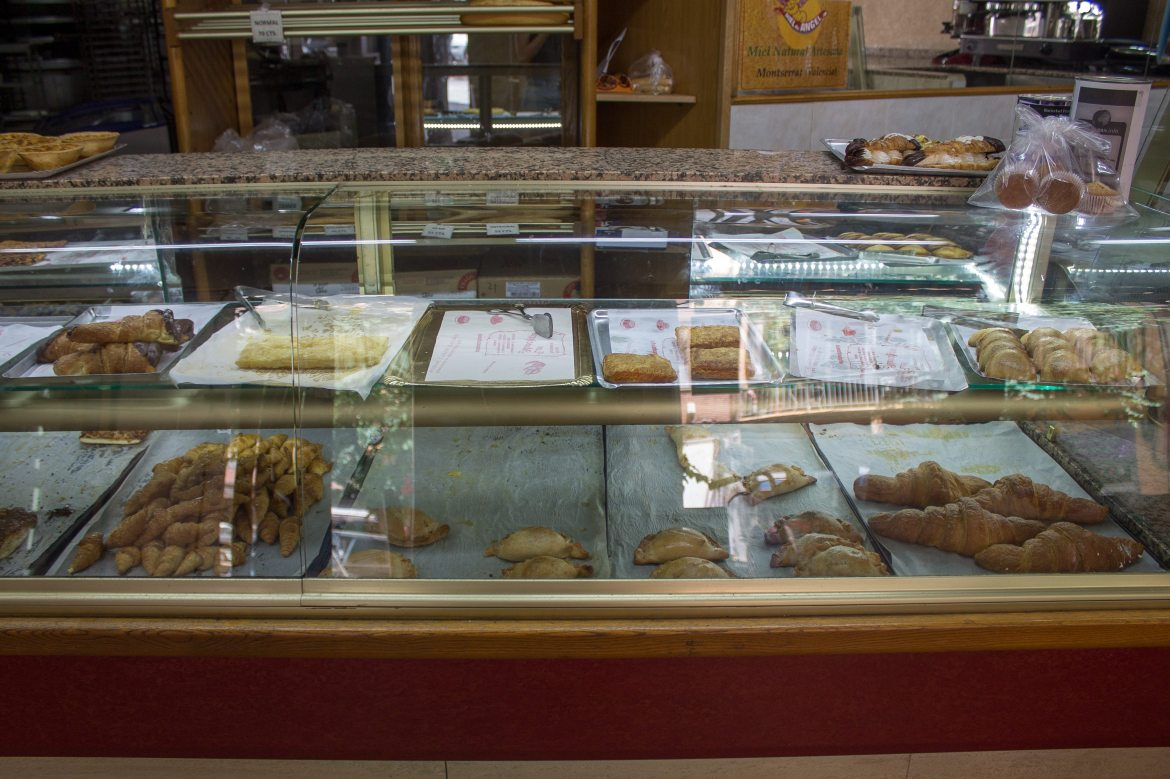 Los Manchegos, traditional Spanish pastries made vegan and some of the best vegan food in Valencia!