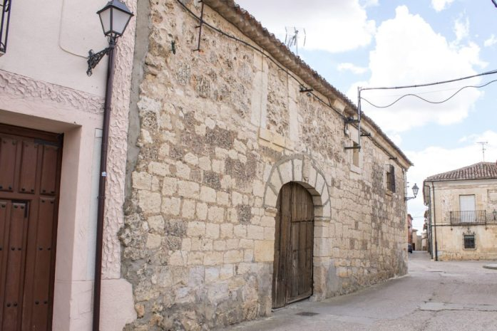 Urueña - Spain's Book Village in Castilla y León - A beautiful castle village in the north of Spain, perfect for book lovers, medieval history fans, and lovers of beautiful places. AlternativeTravelers.com