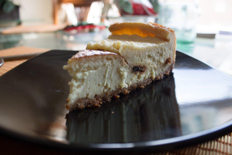 Vegan cheesecake, one of the best vegan desserts in Madrid! From Landareak restaurant.