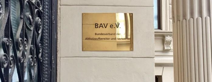 bav-tuerschild-schoenhauser-allee-147a-altholz+