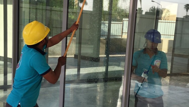 الثريا لتنظيف الواجهات الزجاج والكلادينج بالرياض