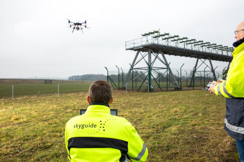 altigator drone skyguide systeme aide navigation aerienne - Contrôle et maintenance des systèmes d'atterrissage automatique (ILS) par drone