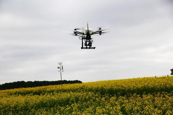 OnyxStar XENA au cours d'une captation de données thermiques pour l'agriculture de précision