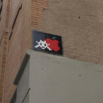 création Street Art en mosaïque réalisée par l'artiste Invader située à New York dans Thompson Street