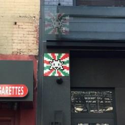 Mosaïque drapeau italien réalisée par INVADER dans le quartier de Little Italy à New York