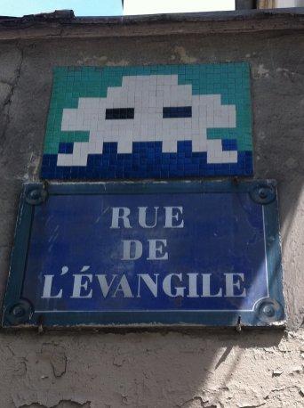 Mosaïque réalisée par le Street Artiste Invader situé rue de l'évangile quartier de la Chapelle à Paris