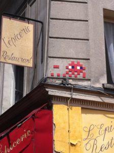 Invader situé rue des petits carreaux à Paris