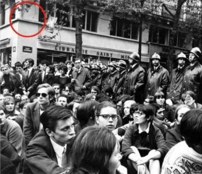 place de la Sorbonne en mai 68 - emplacement du futur invader