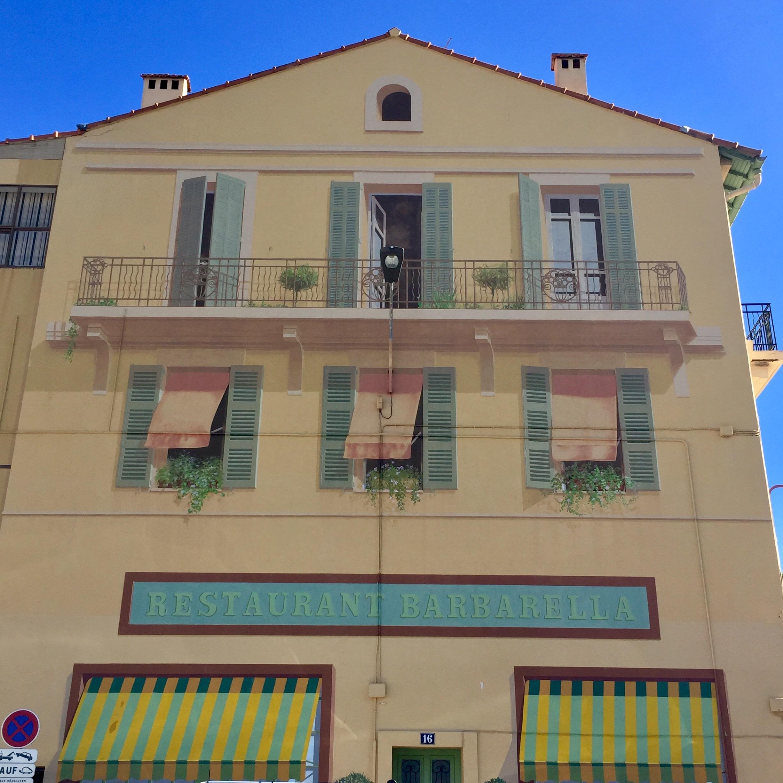 Fresque murale restaurant barbarella cannes