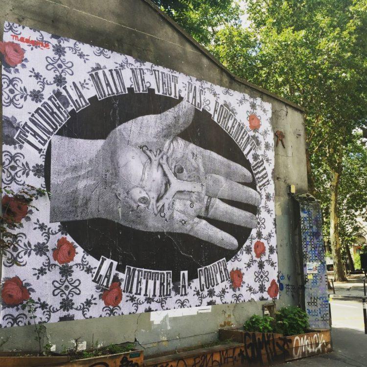 oeuvre street art réalisée par Madame Moustache à Paris