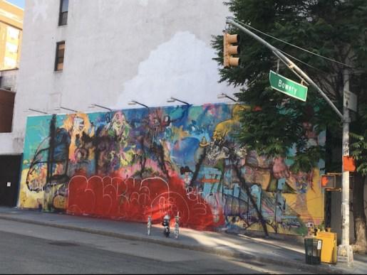 Le mur de David Choe est recouvert de graffitis