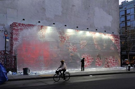 Le Houston Bowery Wall est poli en soirée