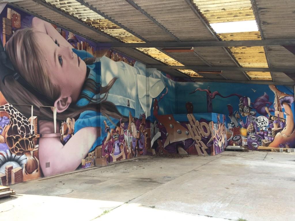 Un remake d'Alice au pays des Merveilles par deux artistes de Street Art talentueux : Zeso et BKFOXX