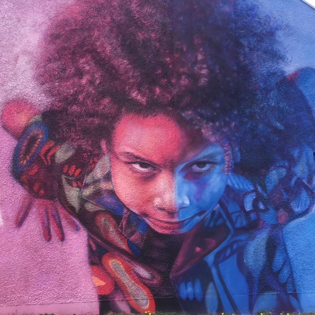 Street Art : Visage d'enfant réalisé sur un mur géant par SEF.01 – Copyright @Altinnov