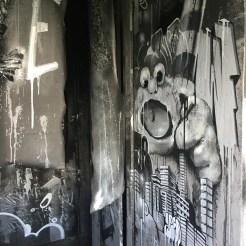 No Sleep till brooklyn oeuvre d'art urbain réalisée par l'artiste ZESO pour l'hotel 128 de Street Art City
