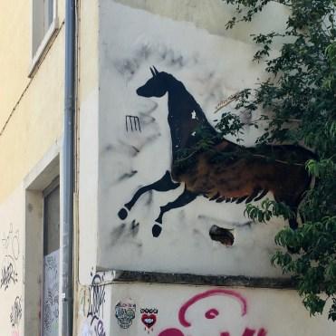 Animal préhistorique peint par le Street Artiste Lasco à Lyon dans le Quartier de La Croix-Rousse