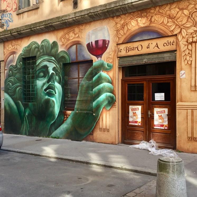 Magnifiques Fresques murales publicitaires siutées à Lyon Croix-Rousse