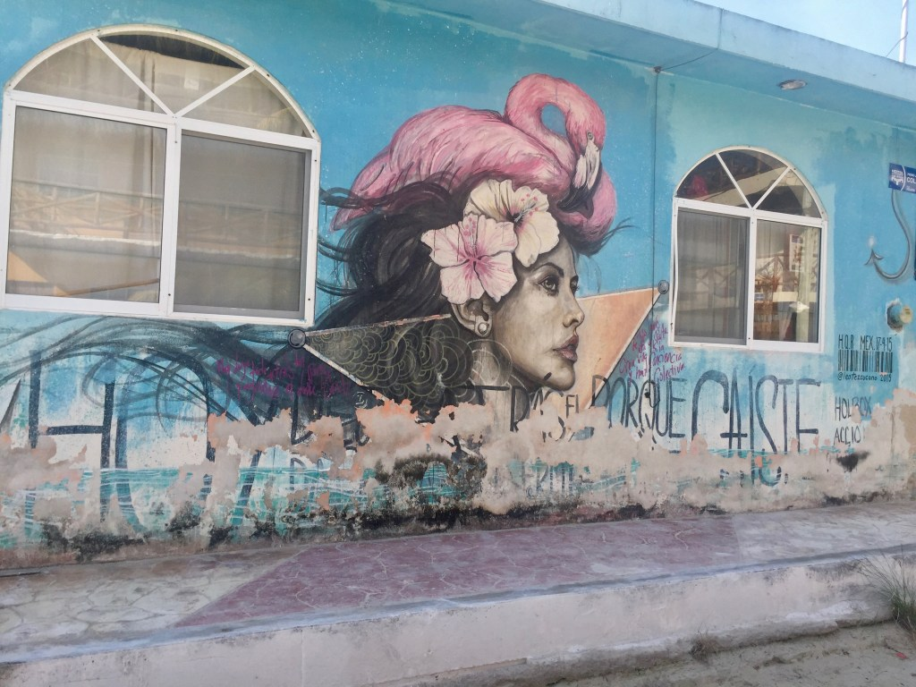 femme au flamand rose - lady with a pink flaming - Leo Tezcucano - Street Art Holbox Mexico
