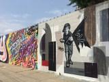 Mur Street Art dans le Queens de NYC avec Joei Iurato, Queen Andrea, Cet Adams pour le Welling Court Mural Project