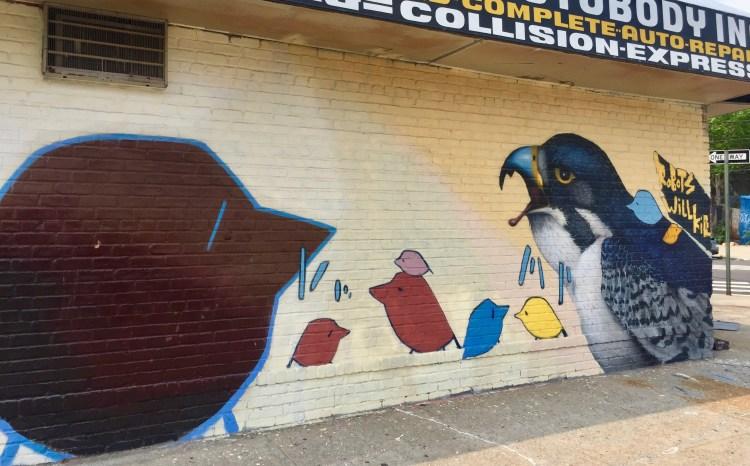 Fresque murale réalisée par l'artiste Chris RWK dans le Queens pour le Welling Court Mural Project
