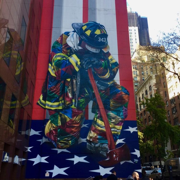 Fresque en hommage aux pompiers du 11 septembre The Brave of 9/11 - Eduardo Kobra - New York - Copyright: @Altinnov