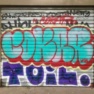 Graffiti sur volet roulant Vitry