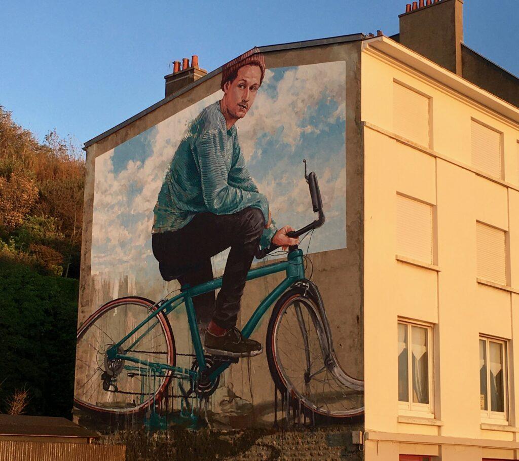 Vague de chaleur - Vélo fondu par Fintan Magee - Street Art Boulogne sur mer