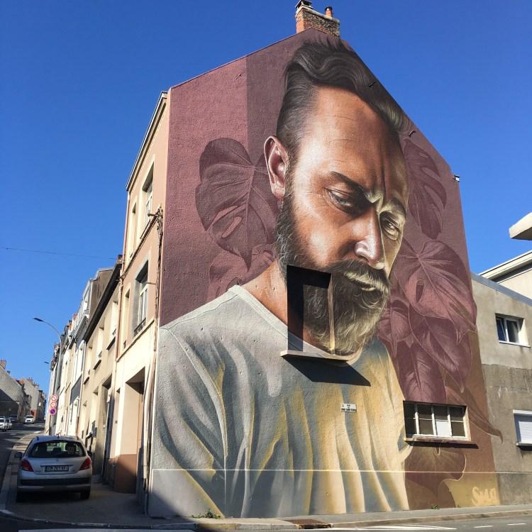 l'artiste Add Fuel peint par son ami SMUG - Street Art Boulogne sur Mer