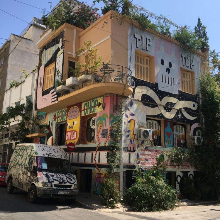 Oeuvre Street Art munomentale à Athènes - artistes David Shillinglaw et Mark Malarko - Blog Street Art Altinnov