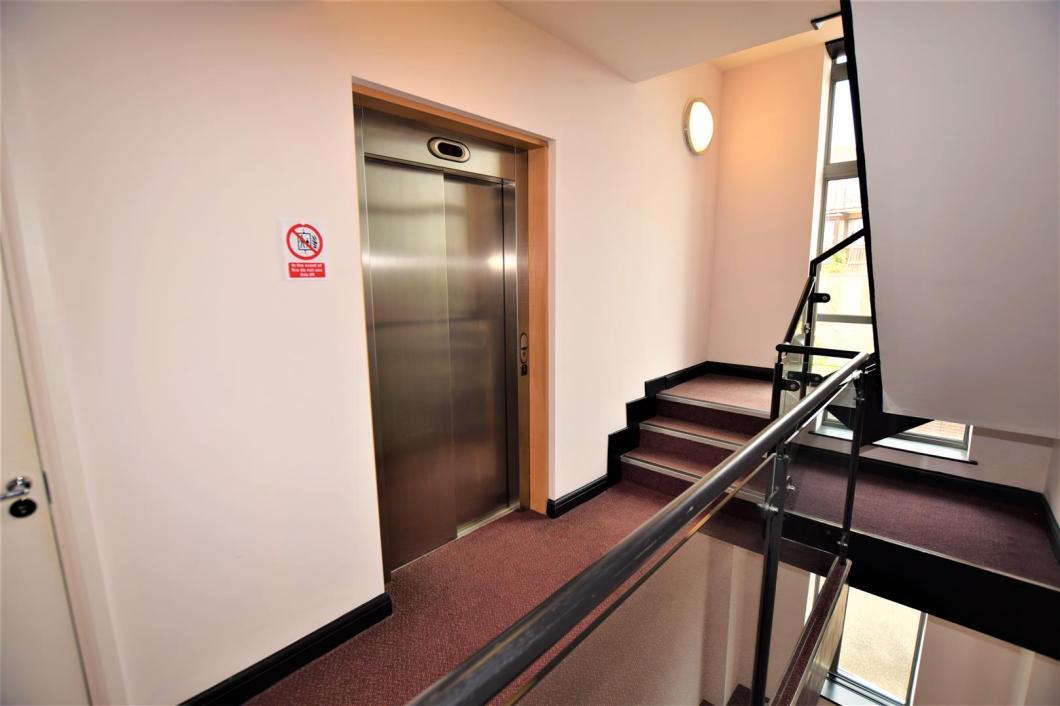 Communal Entrance & Lift