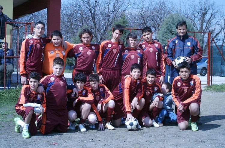 Marcianise ce squadra giovanissimi vernall calcio for Centro convenienza arredi marcianise marcianise ce