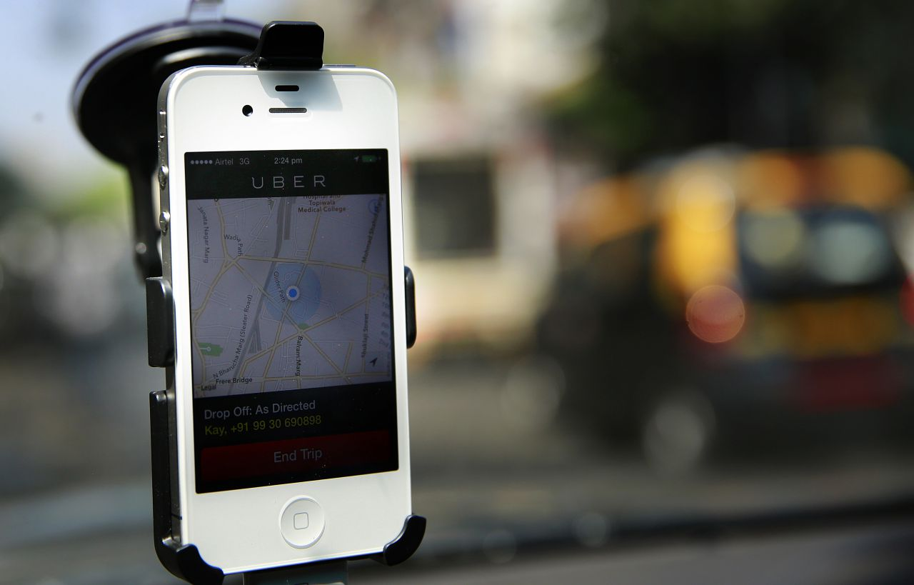 Ashton Kutcher weighs in on NYC Uber fight, Alabama at relative
