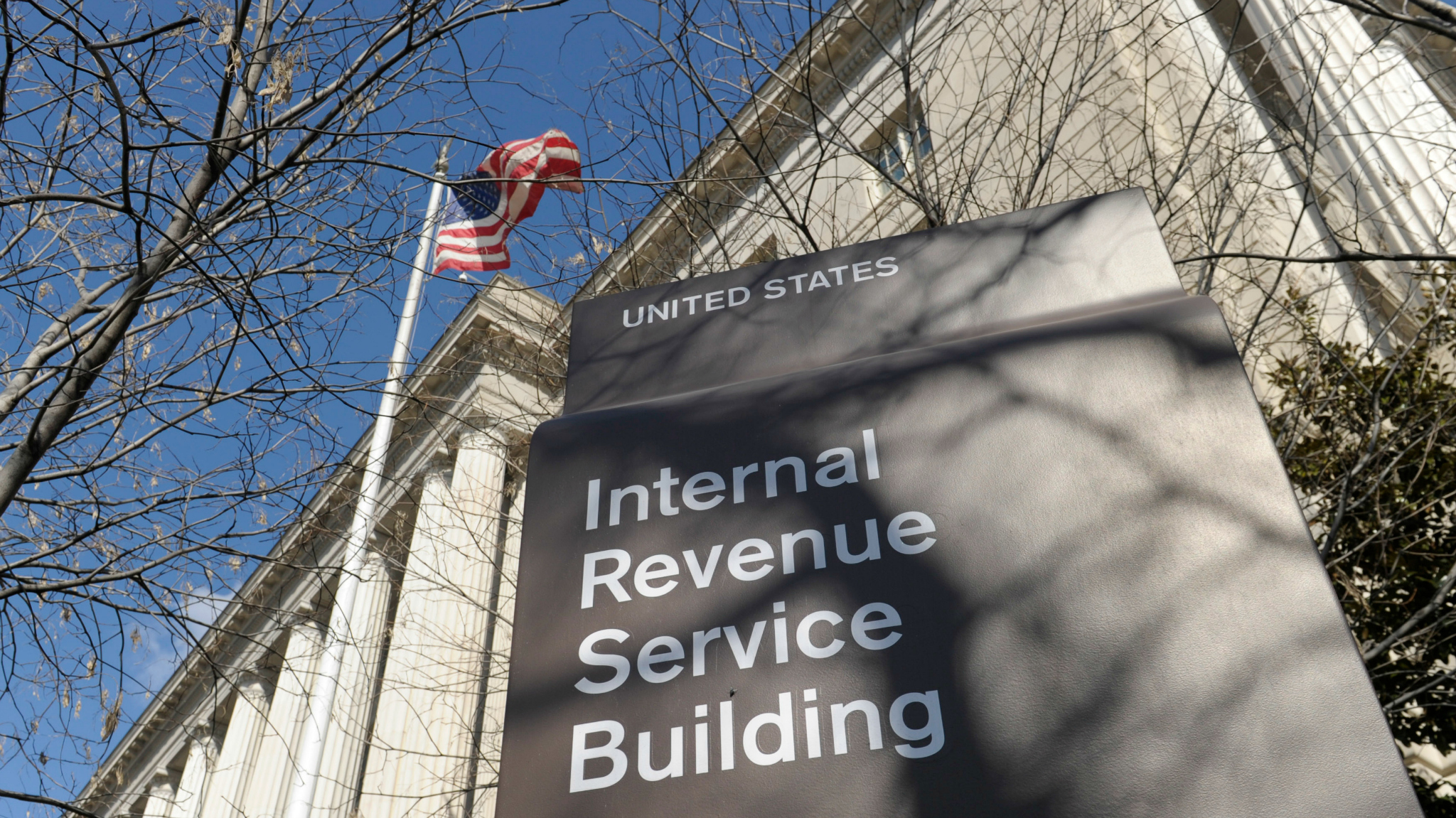 IRS Extends Filing Deadline by One Day Because of Web Issues