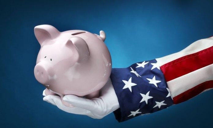 Uncle Sam holding piggy bank_money_economics