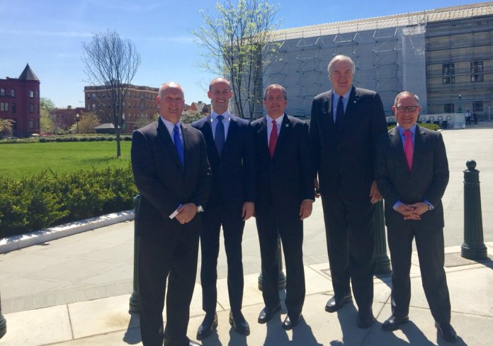Luther Strange with other AGs